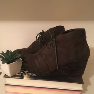 Hunter Green Wedge Booties Size 5 1/2 New